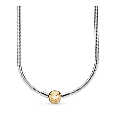 the necklace setting of the story